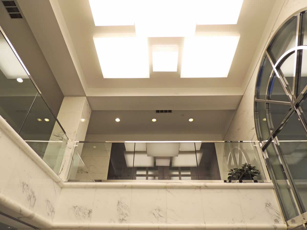 https://jmusselmanconstruction.com/wp-content/uploads/2020/10/light-balcony-2.jpg