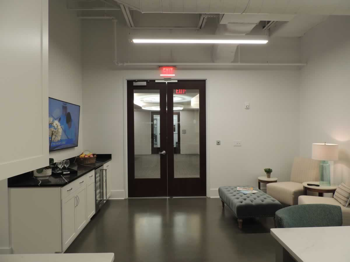 https://jmusselmanconstruction.com/wp-content/uploads/2020/10/showroom-1-DSCN1527.jpg